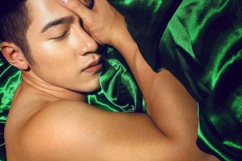 绿到发紫的男人。