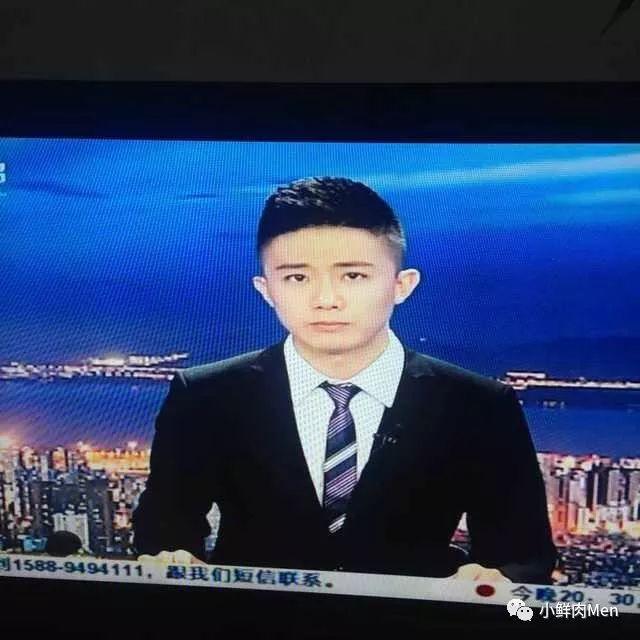 这个深圳台的主持人还蛮帅的~
