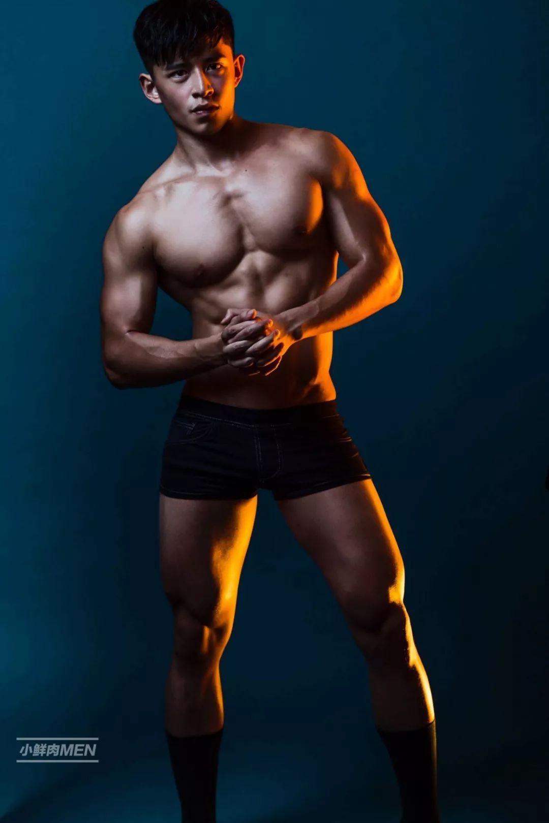 筋肉小奶牛胡伟翔。