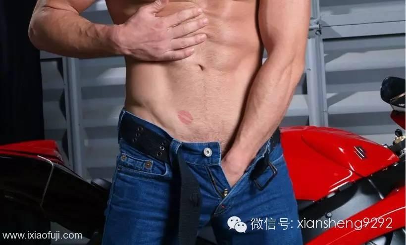 为什么很多男生喜欢把手伸进裤裆里?