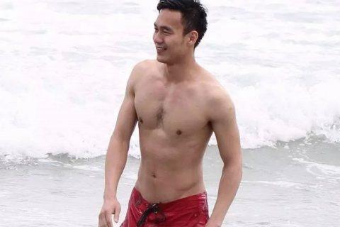 海滨浴场发现的帅哥,天虽然冷,但我心是热的啊