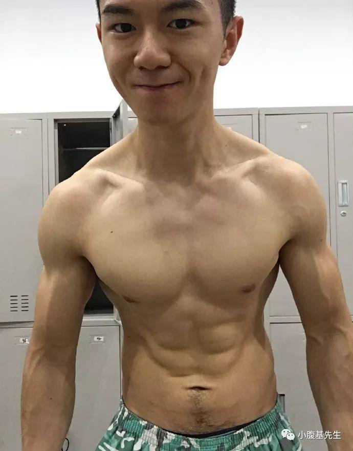 揭秘肌肉小男生不为人知的另一面【微博:阿超超超猛】