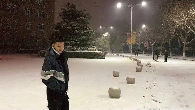 拳击少年的新生活【微博:害羞的三大爷】