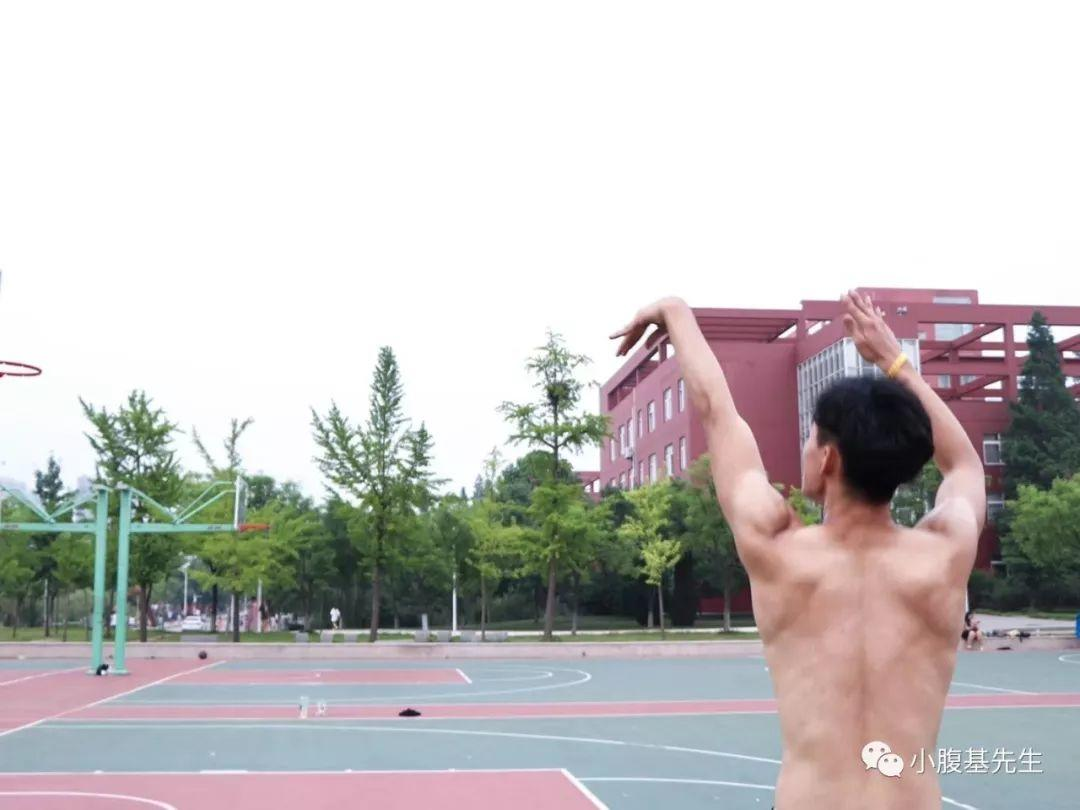 扣篮小子超有料,192身高制霸篮球台【抖音:lhj999666999】