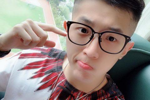 黑框眼镜+小侧推,来自广州的星辰男孩