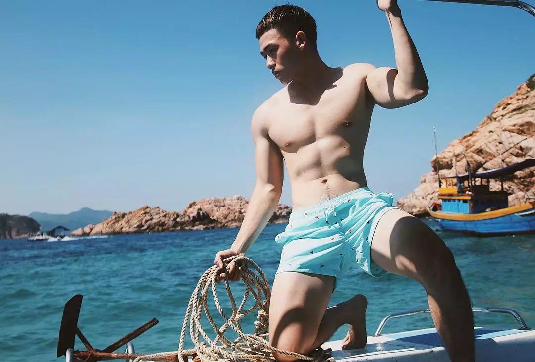 海边骚成这样,没有性感的身材谁敢这么脱?