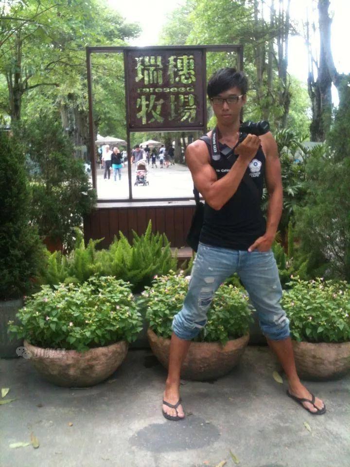 他是台湾大肌霸!188CM的文艺男孩!