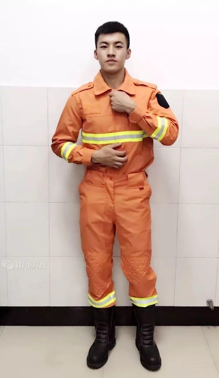 有颜又有肉!想把这位消防员一口吃掉!