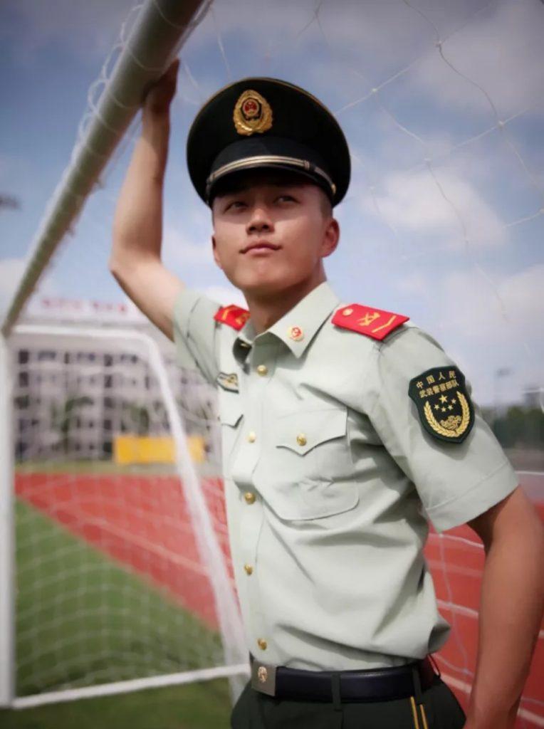 据说他是最帅的鲜肉武警兵哥哥,到底是帅还是娘?