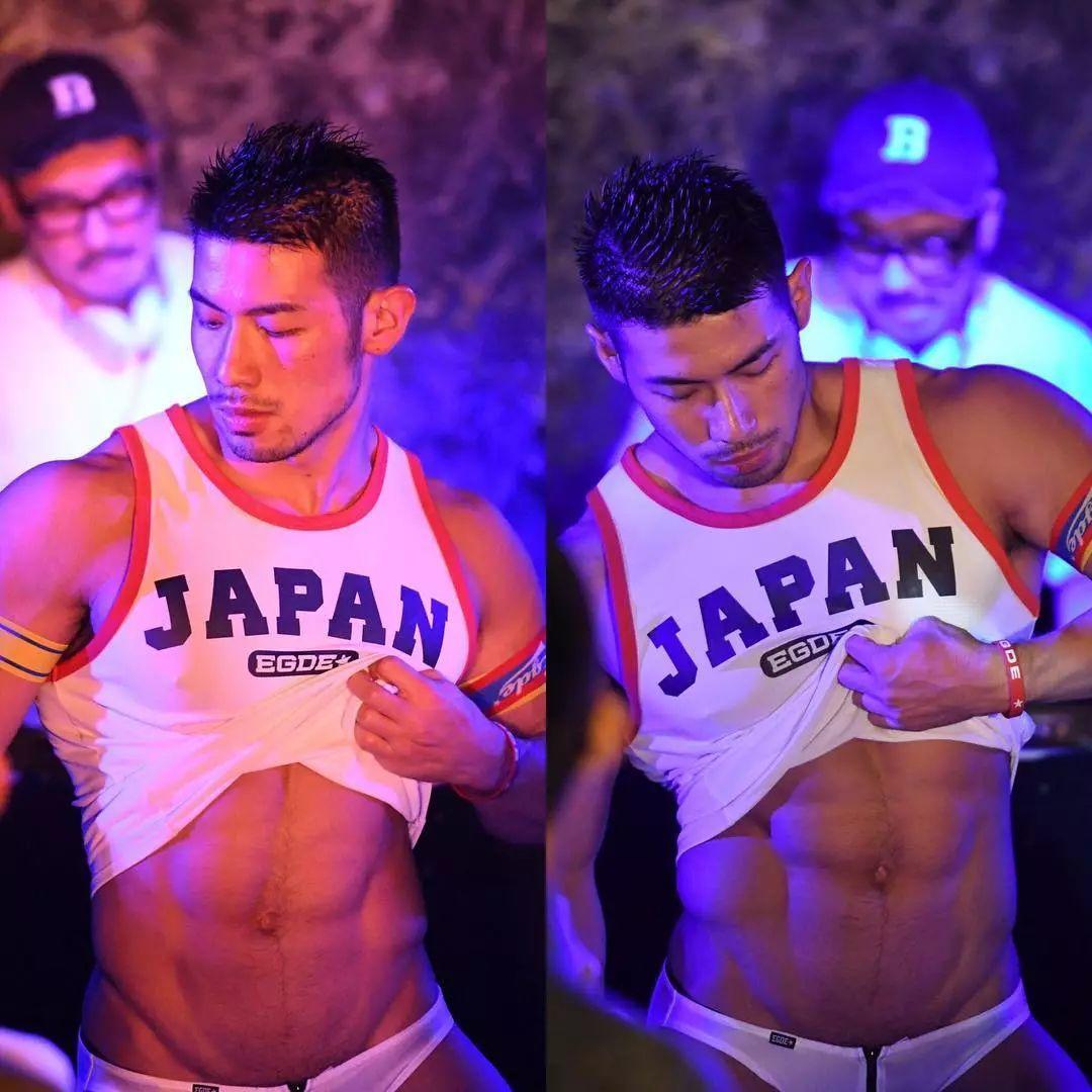 日本超红夜店舞男靠毛多红的他剃了毛是什么样