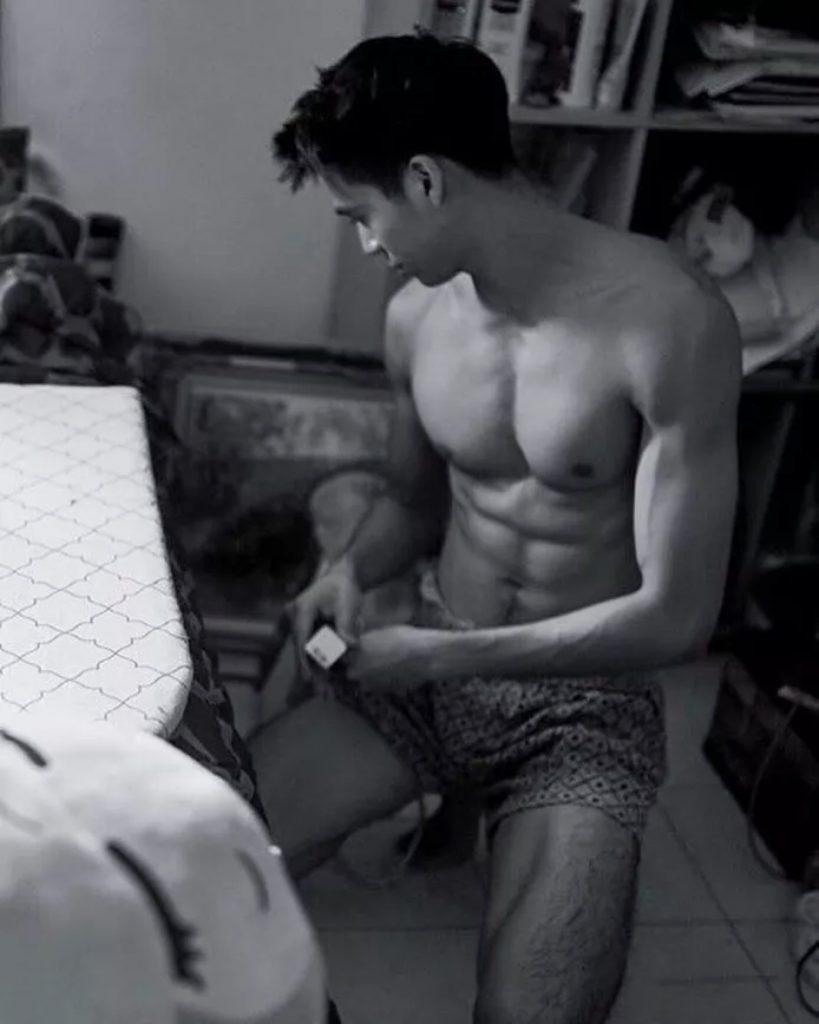 当击剑运动员脱掉衣服,腹毛旺盛man味十足