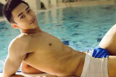 《中国梦之声》的帅哥肖雨,没想到衣服脱了还有这一面~