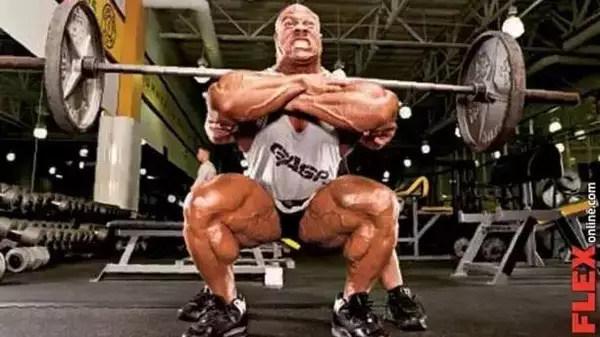 小伙在健身房乱扔杠铃片,教练这么做,大快人心! 健身穿搭 第5张