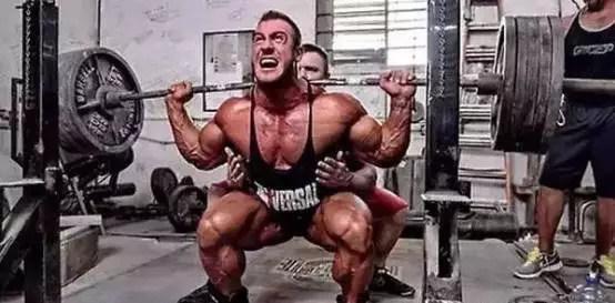 小伙在健身房乱扔杠铃片,教练这么做,大快人心! 健身穿搭 第9张