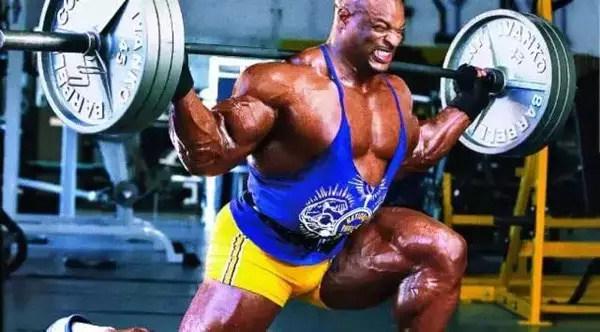 小伙在健身房乱扔杠铃片,教练这么做,大快人心! 健身穿搭 第6张
